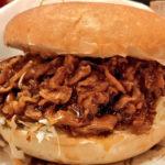 """【肉330g】コメダ珈琲店の季節限定バーガー『コメ牛』の""""肉だくだく""""を食べてきた"""